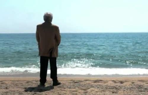 Eduardo Punset frente al mar